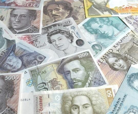 Як дешевше перевести гроші за кордон