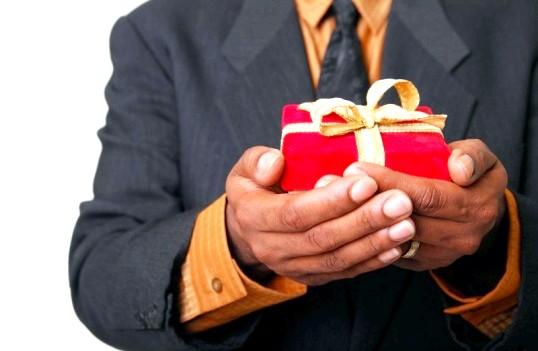 Як оригінально вручити подарунок