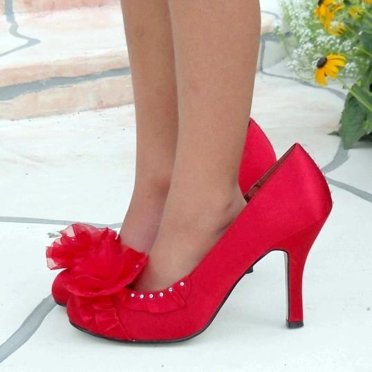 Як розтягнути взуття зі штучної шкіри