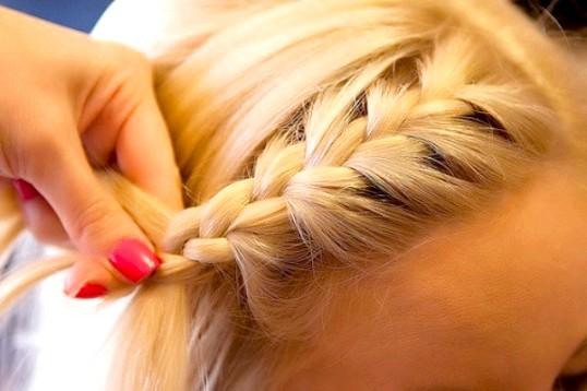 Як зробити зачіску для дівчинки на Новий рік