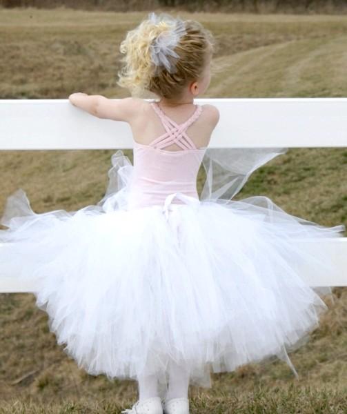 Перетворення дівчинки в принцесу в саморобній спідниці-пачці