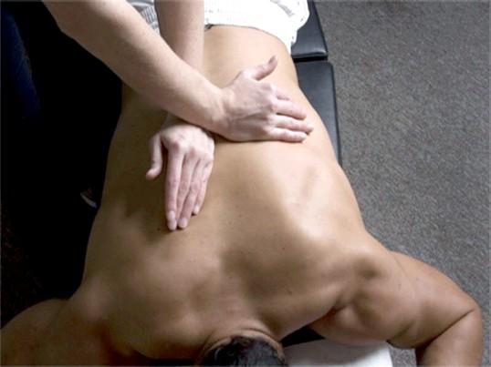 Як робити масаж при грижі хребта