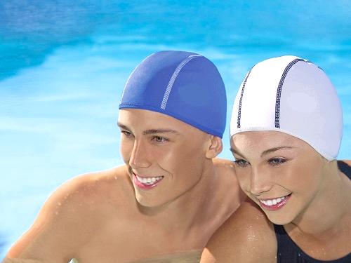 Як надягати шапочку для басейну