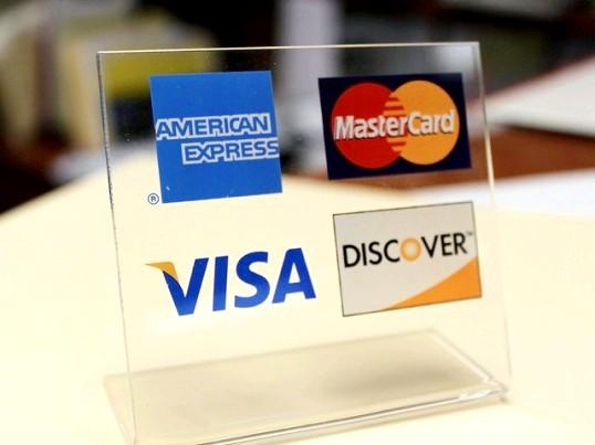 Як платити банківською картою