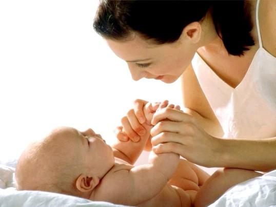 Як доглядати за новонародженою дівчинкою