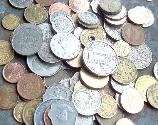 Які банки скуповують монети