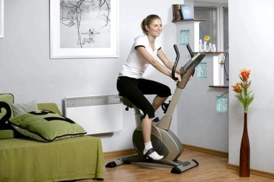 Які м'язи гойдаються на велотренажері