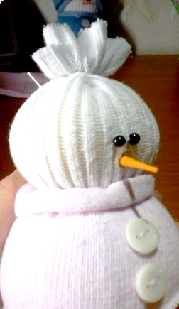 Новорічні подарунки своїми руками: робимо сніговика