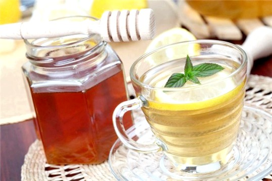 Чому мед не можна класти в гарячий чай
