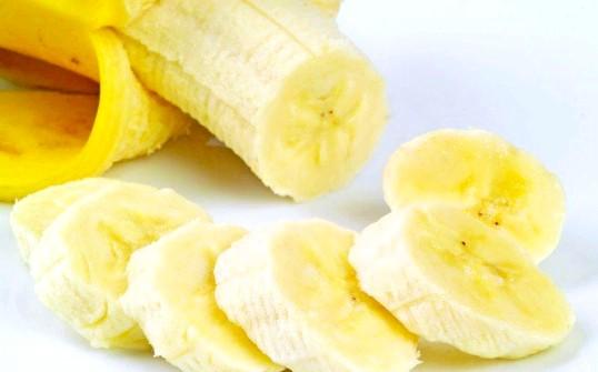Користь банана для волосся
