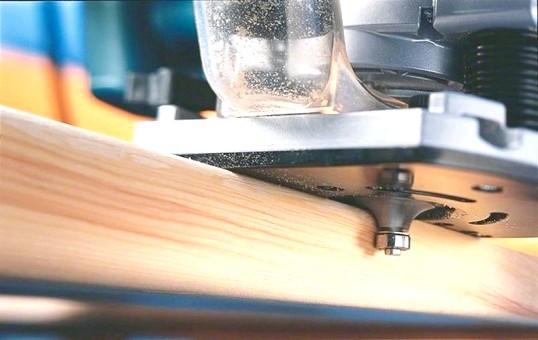 Прийоми роботи з ручним фрезером