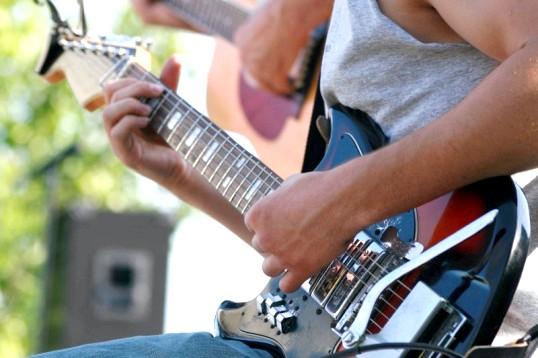 Чим відрізняється гітара для лівші від звичайної гітари