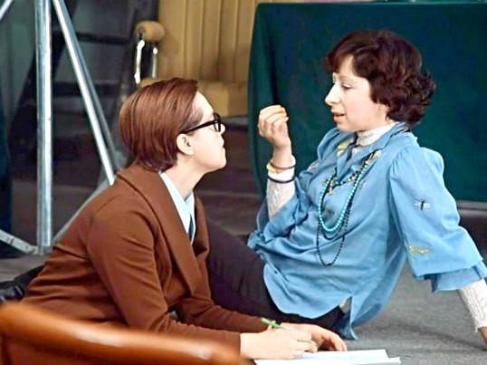 Яскравий приклад модниці 1970-х - секретарка Вірочка з фільму