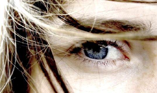 Що робити, якщо око червоний і болить