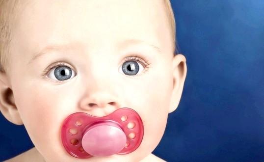 Що робити, якщо у грудної дитини пронос