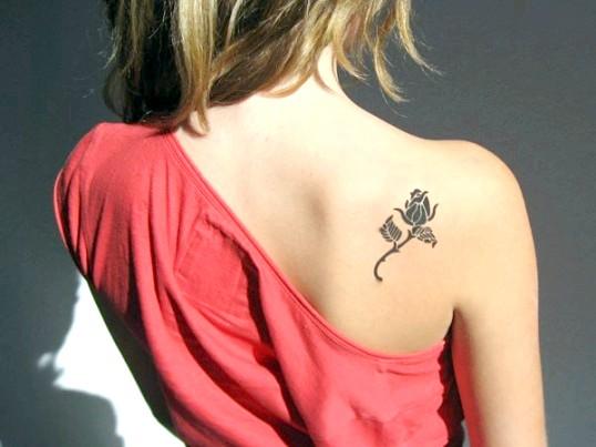 Що означає татуювання троянда