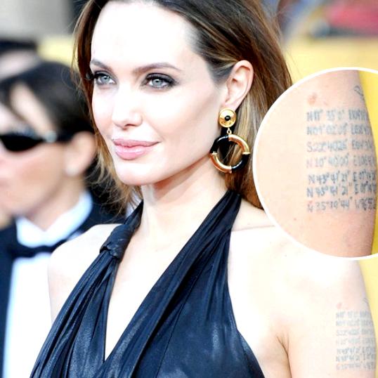 Що означають татуювання на лівому плечі Анжеліни Джолі