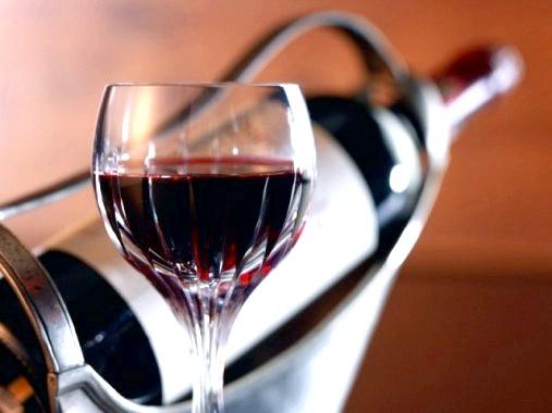 Користь вина для нігтів