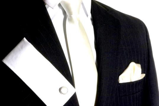 З якою сорочкою носити білу краватку