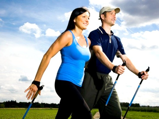 Скандинавська ходьба з палицями: правила і користь