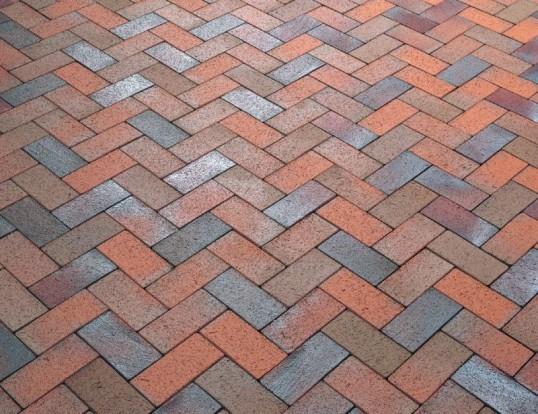 Тротуарна плитка: види, способи укладання, особливості вибору