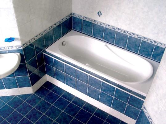 Уроки ремонту: переваги ванній з акрилу