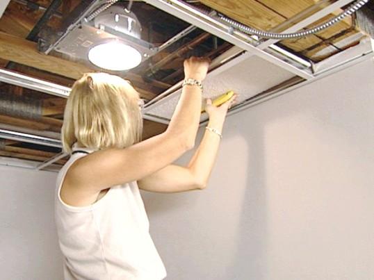 Пристрій і монтаж підвісної плиткового стелі